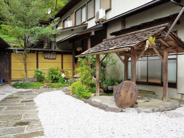 旅館 鶴富屋敷の外観