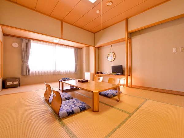 *和室10畳(客室一例)/畳の香りがほのかに薫るお部屋で寛ぎのひと時を。