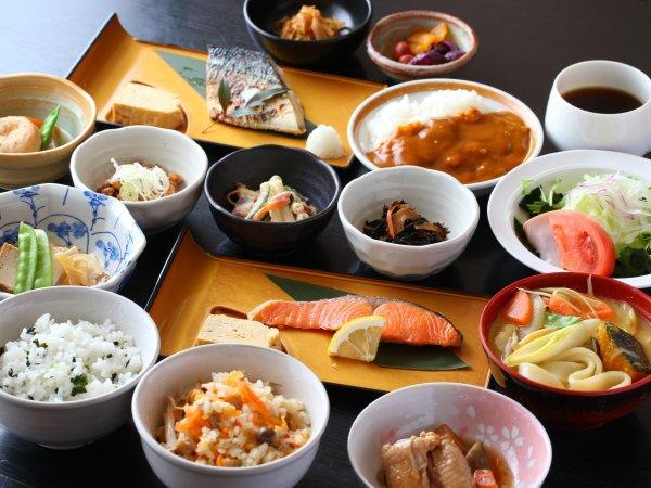 朝食一例(イメージ)健康志向な田舎風朝食(和定食)はご飯・味噌汁がお替り自由!朝カレーもございます♪