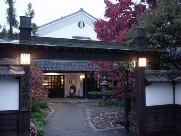 東石川旅館の外観