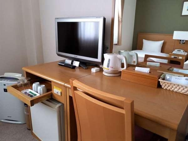 ■客室:26型液晶テレビ・空冷蔵庫・電気ケトル・お茶セット(コーヒー・緑茶スティック)等をご用意。