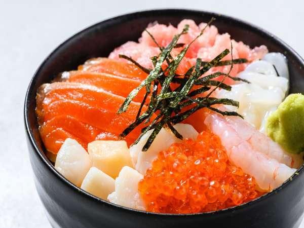 【朝食】日毎に用意しているネタを使ったオリジナル海鮮丼も