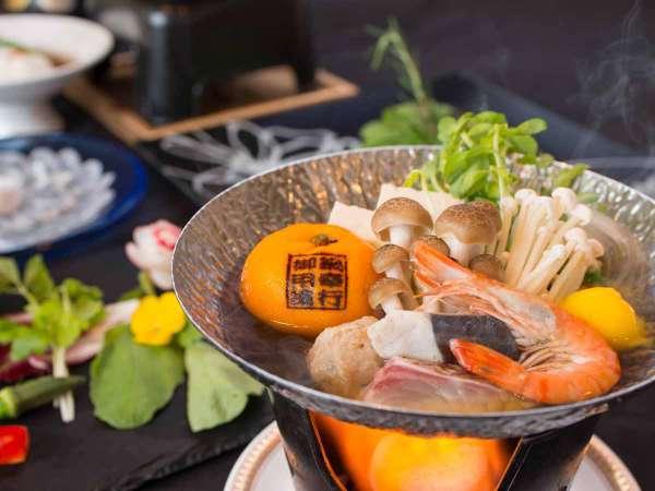 【冬限定】周防大島名物「みかん鍋」を味わう♪見た目以上に一度食べると美味しいと好評です♪