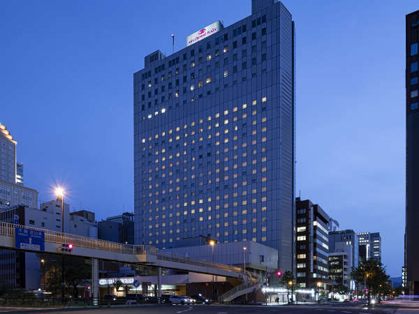 ホテル外観【夜】