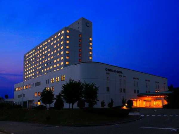 砺波ロイヤルホテル外観