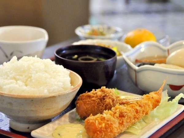 【夕食一例】おなかいっぱい☆大満足の夕食はリピーターさんにも人気。日替わりでおつくりします