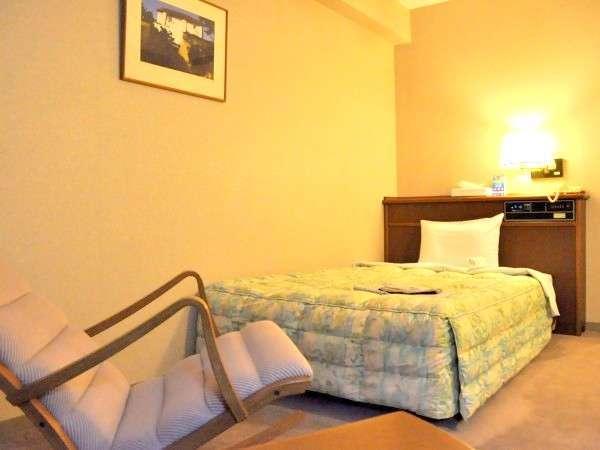 【シングル客室例】ビジネスホテルの狭苦しさから解放♪全客室が15平米より大きなつくりに