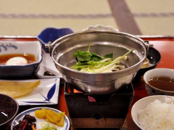 【朝食】地元食材を活かした和朝食♪アツアツの湯豆腐やかれいが美味しい