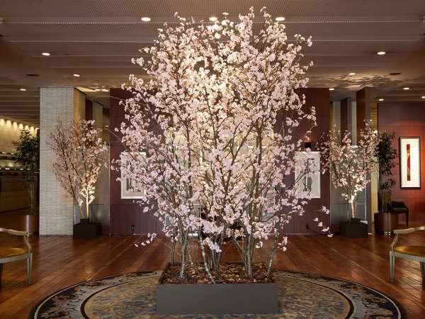ロビーの桜のオブジェ 写真提供:じゃらんnet