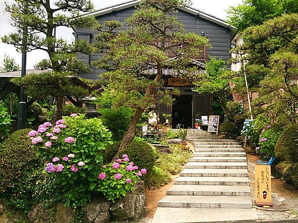 湯田上温泉 旅館 初音の外観