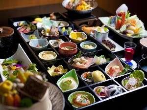 【流星・銀河の夫婦膳】24品小皿会席+男女メニューの違うお鍋、お造り、デザート