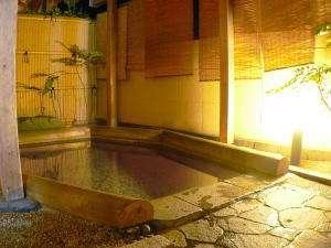 大浴場・露天風呂は男女各1つずつ。朝夕入替制で4つの湯船が楽しめます。