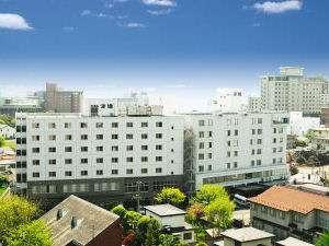 湯の川温泉街中心部に位置するアクセス良好のホテルです。