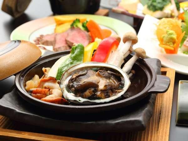 【スタンダード料理UP】★アワビとサザエの陶板焼★日本海の幸をちょっぴり贅沢に楽しむ♪佐渡味覚プラン