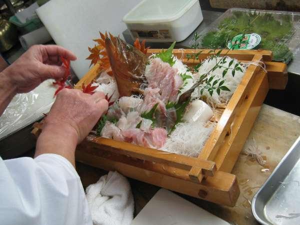 ■目で味わい・プリプリの食感を楽しむ♪豪快に佐渡前『活魚一匹姿造り』