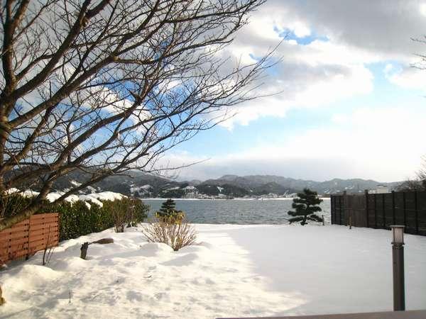 庭園に降り積もった雪を眺めながらの入浴は、雪見風呂の醍醐味をひとり占めすることが出来ます。