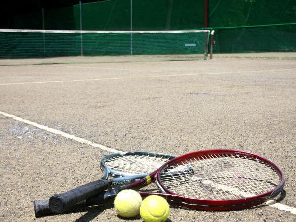 テニスコートあります!クレーコートを15面所有! ・1時間1,000円 ・レンタル1時間500円