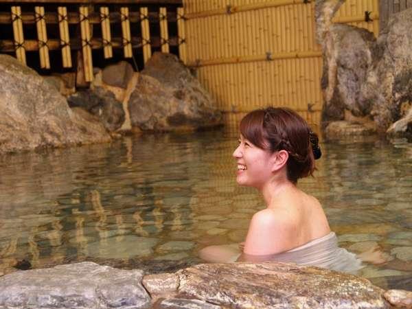 三朝で一番ラジウム効果が高い花屋別館の大浴場(写真は20年前の若女将ゆっこ)