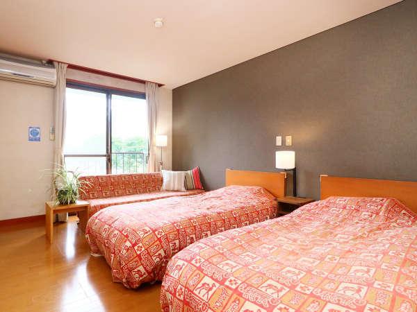 湖側ツイン客室一例◆エキストラベッドで3名利用も可能です