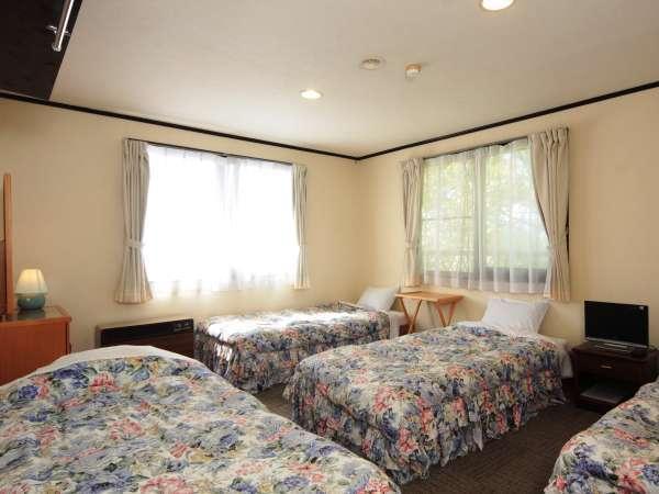 【客室】4名様まで宿泊可能なファミリールーム。仲間同士やご家族で。