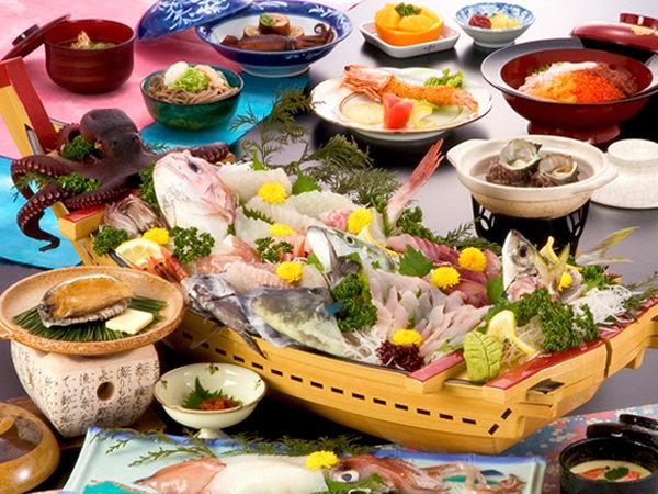 ■天然アワビと朝獲れ地魚コース■ 当日獲れたてのお魚を中心に、お任せで仕立てる絶品舟盛♪