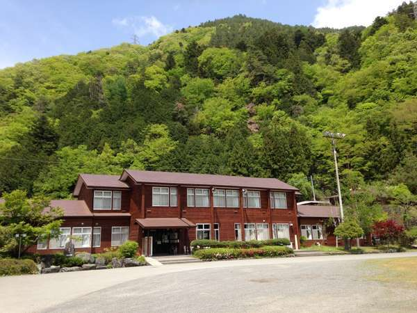 中学校を改装した校舎の宿ヘルシー美里