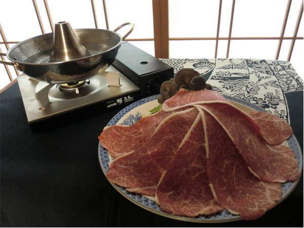 岩手牛しゃぶしゃぶ2人前のお写真です。産直野菜の盛り合わせと特大しゃぶしゃぶ肉をご堪能ください!