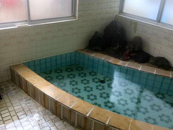 小浴場のお写真です。予約状況により男女入れ替えですので、当日の状況についてはお問合せください。