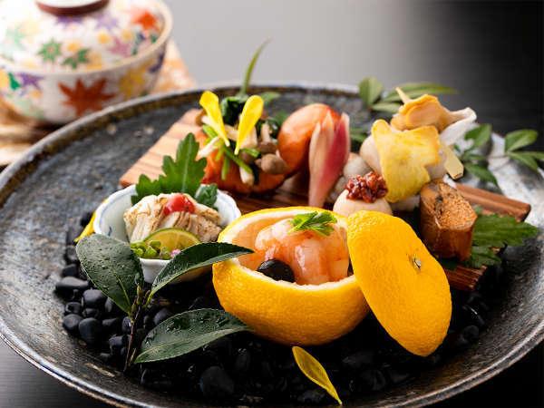 *【夕食一例/秋】盛り付けにもこだわった、目にも楽しい「季節の大皿盛」。