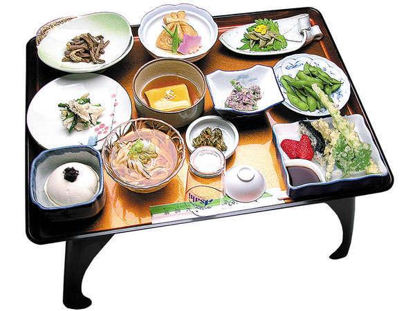*地元の素材に拘った、宿坊ならではの精進料理(夕食一例)