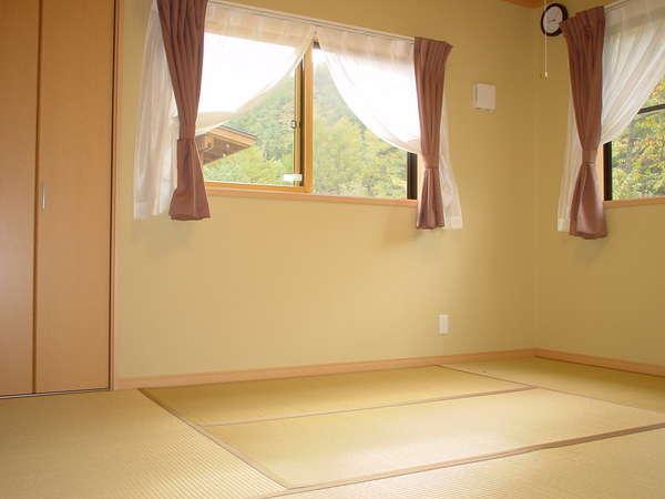 和室1例。ふとんを3セット敷くことができます。添い寝を考えると和室が便利かもしれません。