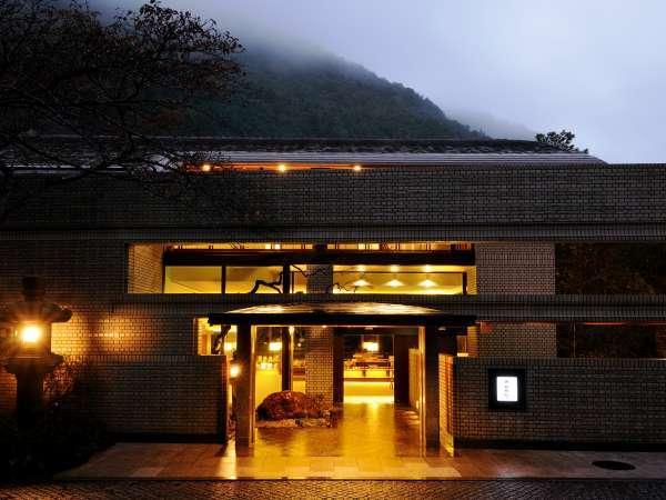 【外観】湯坂山と須雲川を眺める、箱根の旧街道沿いに佇む静寂の宿※