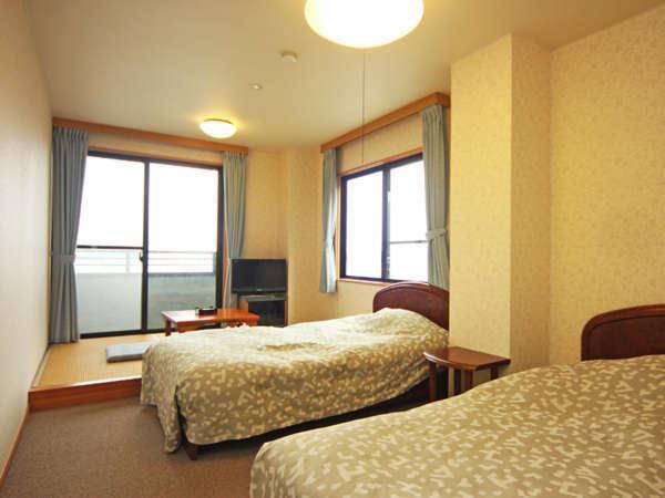■【海側】洋間+和室3畳(バス・トイレ付)
