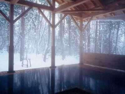 檜風呂(露天)正徳の湯⑤ 雪の降り積もる冬
