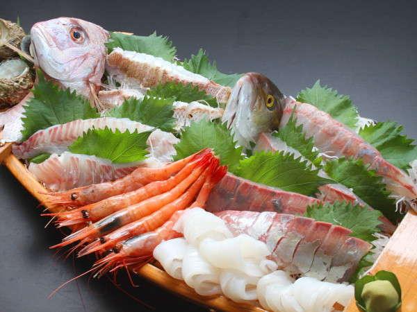 新鮮ピチピチ旬の魚の船盛りをお楽しみください。