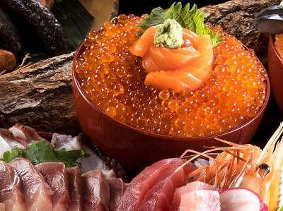 道南の食材を中心とした夕食は約150種類で構成されており、堪能出来ます。