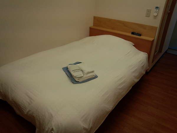 デュペスタイルのセミダブルベッドでゆっくりお休みください