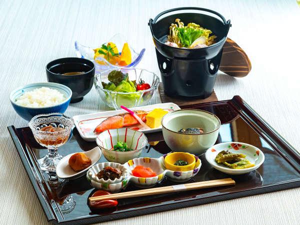 お鍋が嬉しいヘルシーな和食御膳。最後まで料理がおいしい隠れ家温泉をお愉しみ下さい