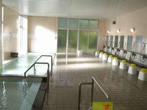 天然温泉100%かけ流し、24時間入浴可能