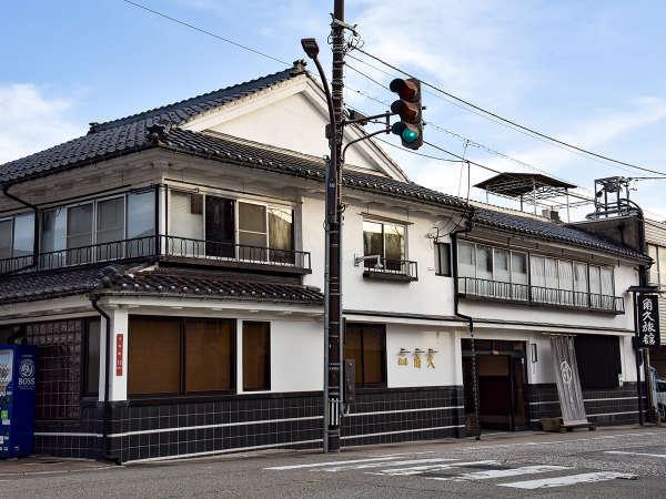 *JR高岡駅から徒歩7分。高岡大仏の目の前にある宿です