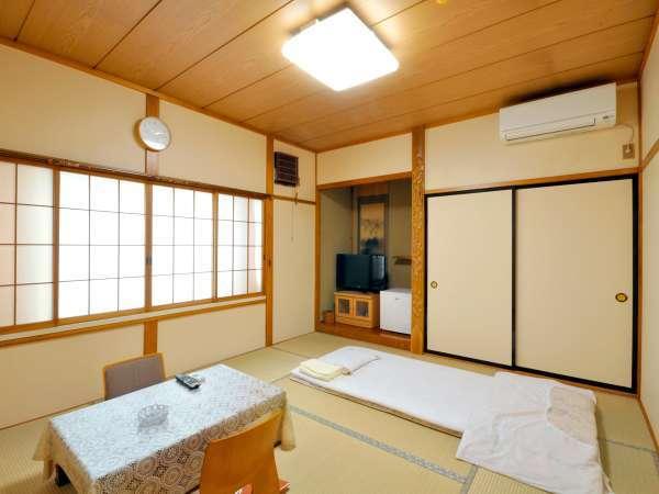【和室10畳】当館で一番広く、ご家族等でのご利用にぴったりの和室のお部屋でございます。