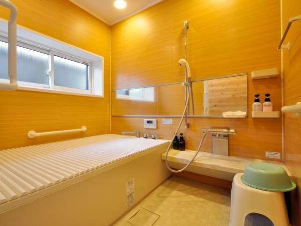 【共用風呂①】家族風呂サイズの浴室が館内に二か所ございます。
