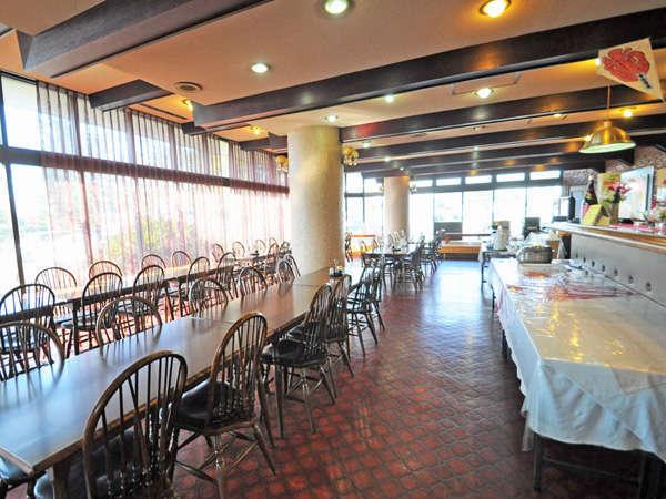 【レストラン】明るい雰囲気のレストランです♪