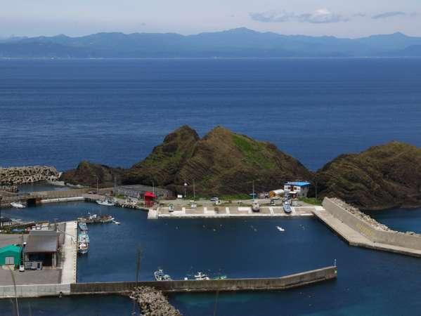 ホテル眼下に望む漁港と北海道