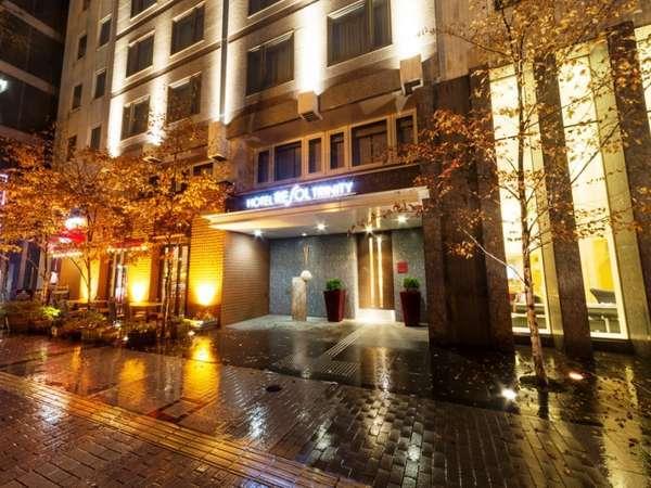 ホテルの正面には新千歳空港へのバス停も。