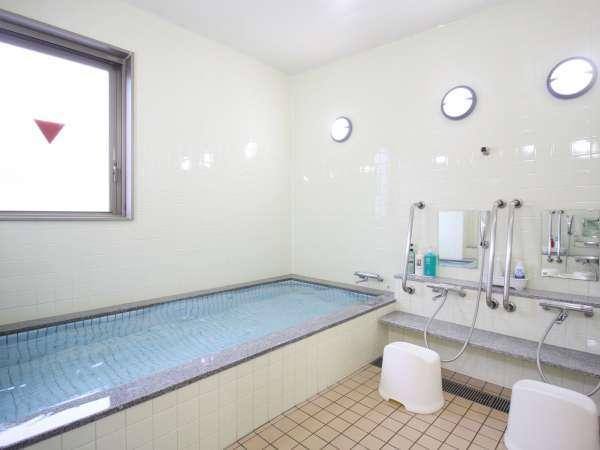 【お風呂】《共用浴場》足の伸ばせるお大きいな浴場もご準備しております。