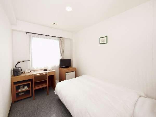 14平米シングル洋室 120cm幅セミダブルベッドで心地よい眠りに☆デュベスタイル採用!