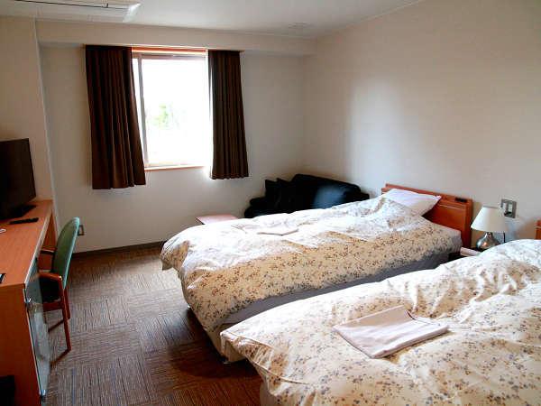 ・【ツインルーム一例】シングルベッドを2台設置