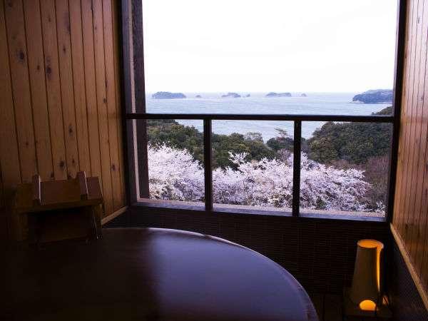 「飛島館スイートルーム」伊勢の海を見渡せる露天風呂。