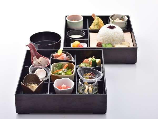 風味豊かな道産食材を使用した和朝食「四季彩御膳」お部屋でもお召し上がり頂けます。(写真はイメージです)